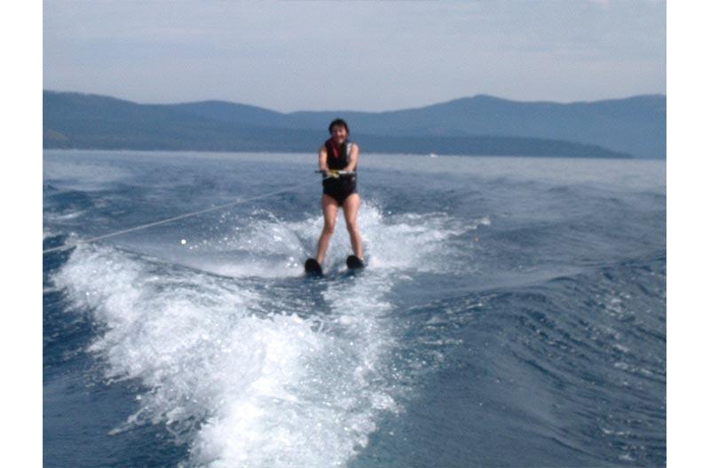Paula-Pagano-Waterskiing