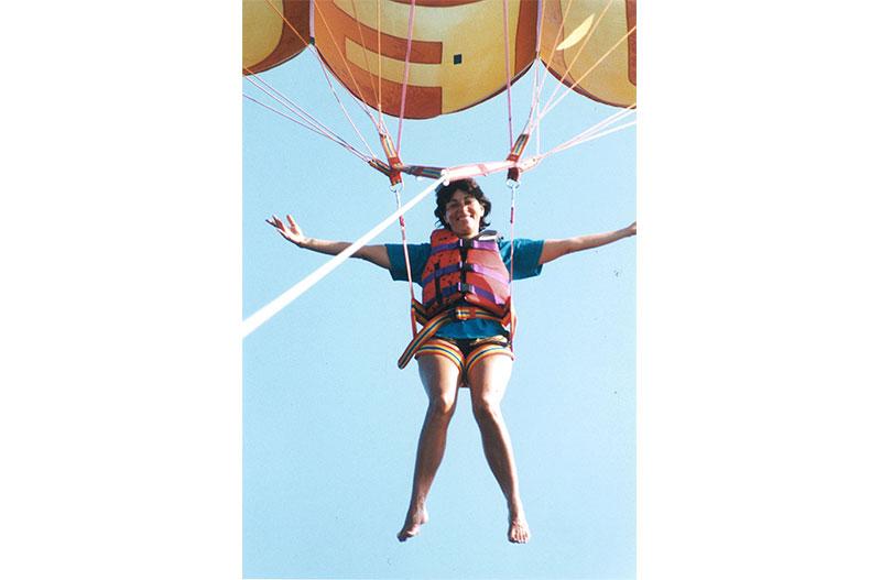Paula-Pagano-parasailing